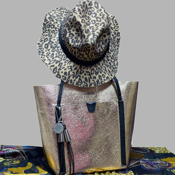 Combo Cartera Barbara Shopping Bag Con Sombrero Animal Print