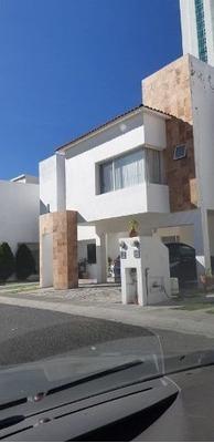 Hermosa Casa En Renta Ubicada En Juriquilla Santa Fe !!