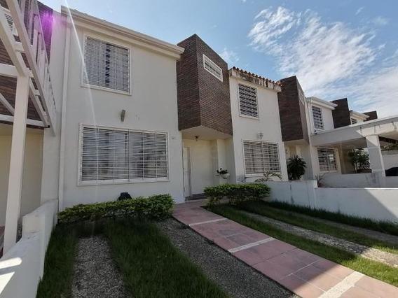 Casa En Venta La Piedad Cabudare Lara 20-6992