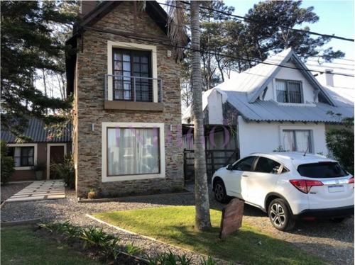 Alquiler Casa En Montoya De 5 Dormitorios Muy Cerca Del Agua.- Ref: 74