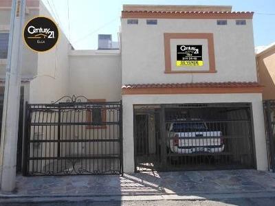 Excelente Casa En Venta De Dos Niveles En Excelente Ubicación Al Norte De La Ciudad.
