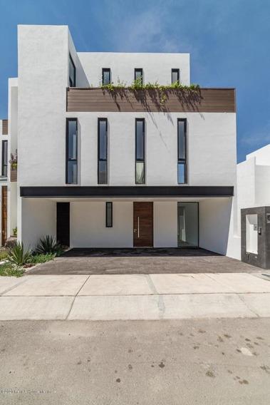 Qh Espectacular Casa, Exclusivo Fracc Zibata #20-2454