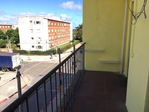 Apartamento Al Frente Con Balcón Soleado