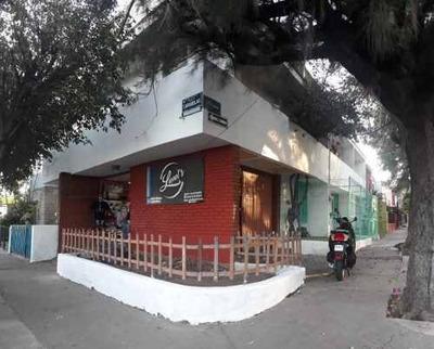 Excelente Oportunidad, Casa Con Tres Locales En Planta Baja