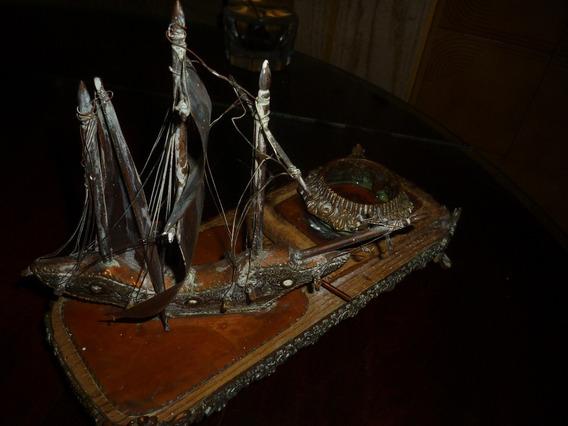 Adorno De Cobre Muy Antiguo Tintero Con Barco Diceño