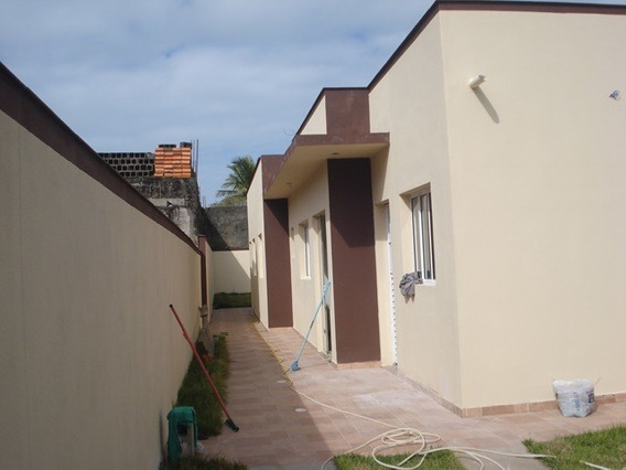 483-casa Á Venda Com 67 M², 2 Dormitórios Sendo 1 Suíte.