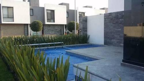 Hermosa Casa En El Refugio, Alberca, 3 Recamaras, Jardín, 2.5 Baños, Ganala!!
