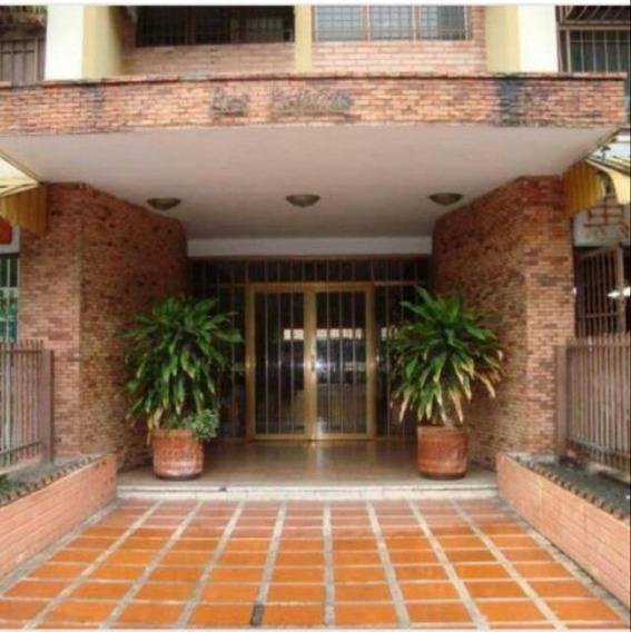 Apartamento En Venta Urb. El Centro 04145624656