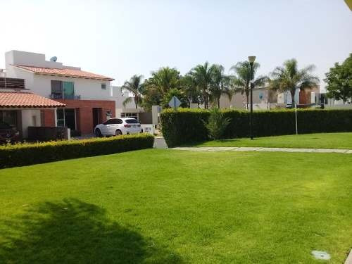 Residencia En Claustros Del Campestre, Alberca, 3.5 Baños..