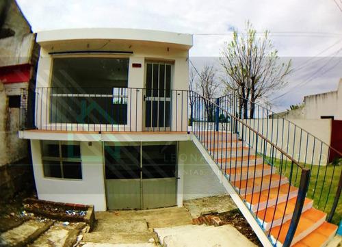 Local Comercial Y Apartamento En Muy Buena Zona