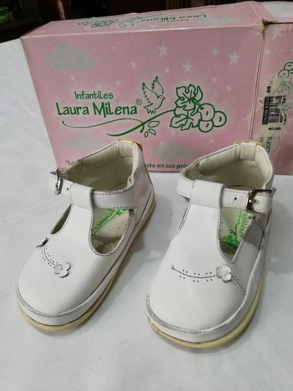 Zapatos No Tuerce Marca Laura Milena Niña, Blancos En Cuero.
