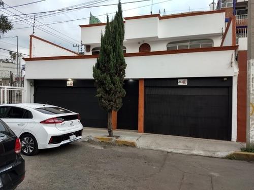 Hermosa Casa De Revista Muy Cerca De La Marina