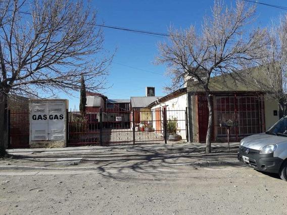 Terreno Con 8 Departamentos Y 1 Casa Con Dos Garajes