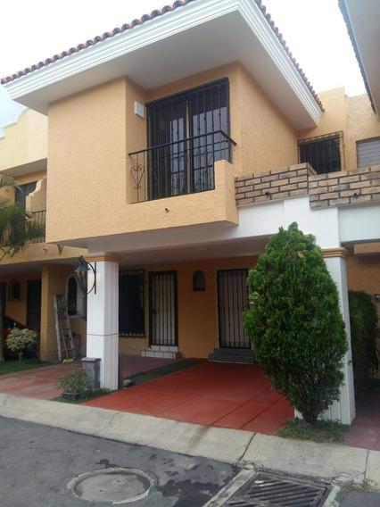 Renta Casa En Villas Del Tepeyac