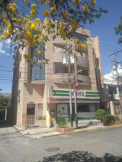 Apartamento En El Toro, Las Delicias / Paola G 04144685758