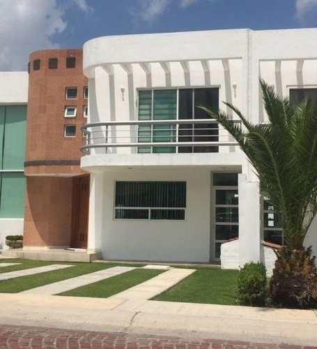 Casa Amueblada En Renta. Cumbres Del Lago, Juriquilla. Rcr190205b - Lr