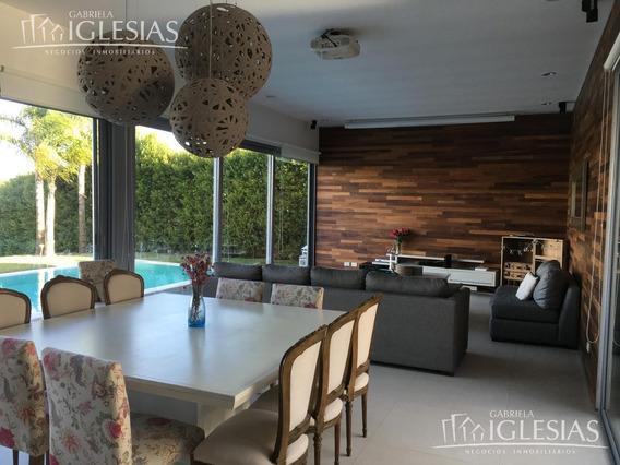 Casa Al Lago En Venta Con 5 Dormitorios En Los Alisos, Nordelta.