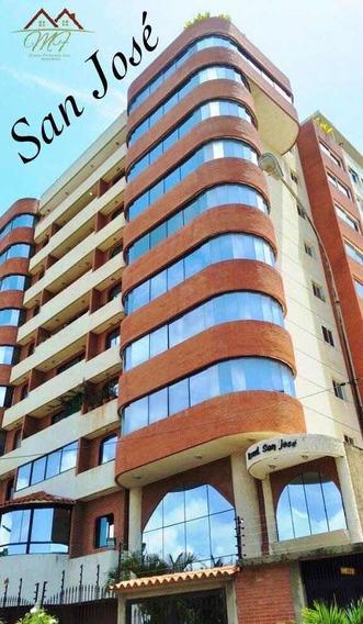 Apartamento De 220mts. 4 Hab / 4 Baños. Amplio.
