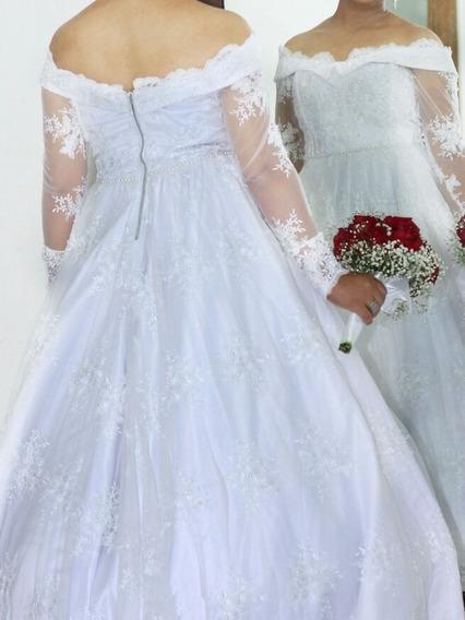 Vestido De Noiva Todo Na Renda E Trabalhado Com Pedrarias .