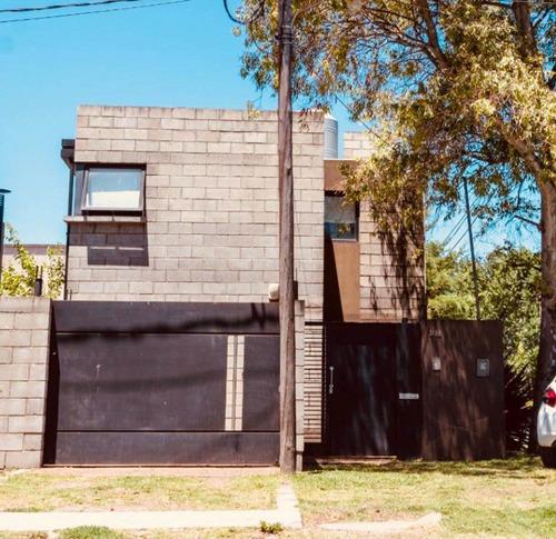 Imagen 1 de 10 de Casas En Venta City Bell 3 Dormi Parrilla Pileta