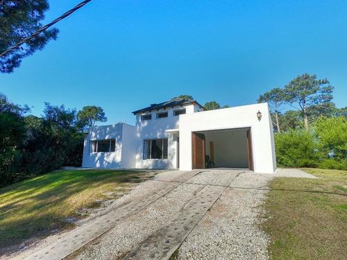 Casa 3 Dormitorios En Club Del Lago, Punta Ballena