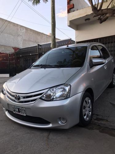 Imagen 1 de 9 de Toyota Etios
