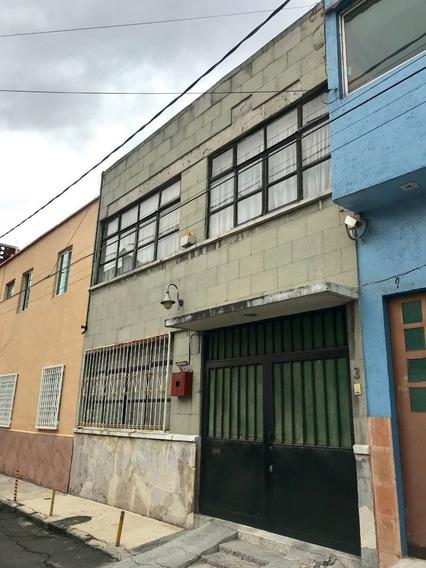 Casa En Venta De 3 Recamaras En Santa Maria La Rivera, Para Remodelar.