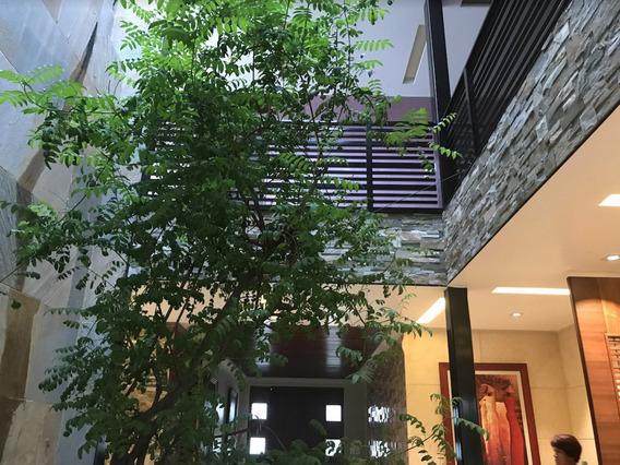 Moderna Casa Dentro De Fracc. Cumbres De Sta. Fe