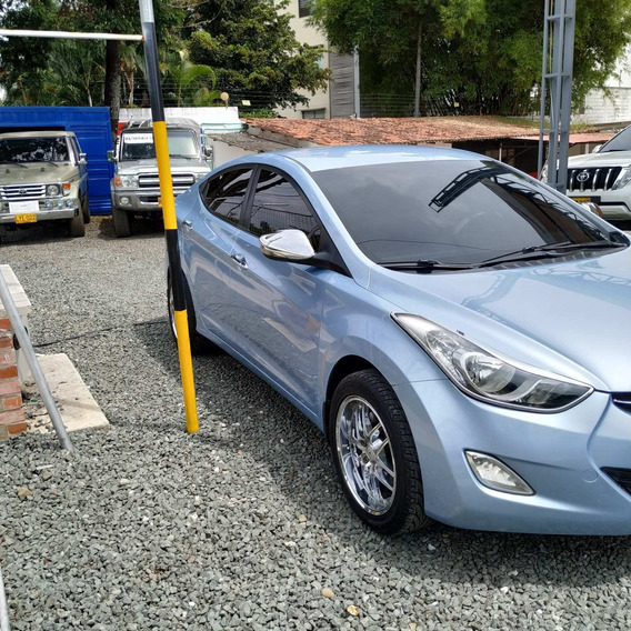 Hyundai Elantra .