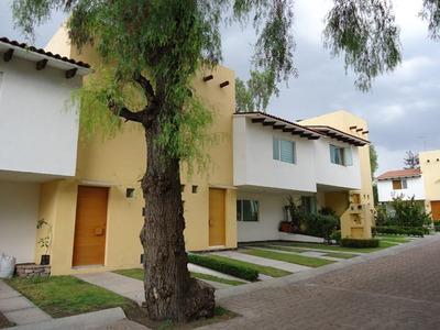 Hermosa Casa En El Pueblito Centro, Alberca, Jardín, 3 Recámaras, Estudio, Lujo