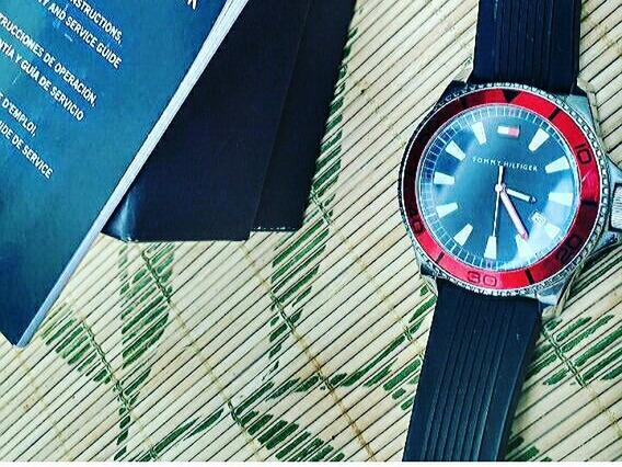 Relógio Tommy Hilfiger Vermelho Na Caixa Com Manual