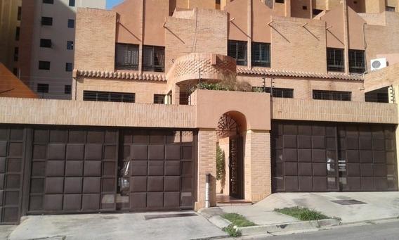 Townhouse La Trigaleña 202m2. Angie Q. Código 417710
