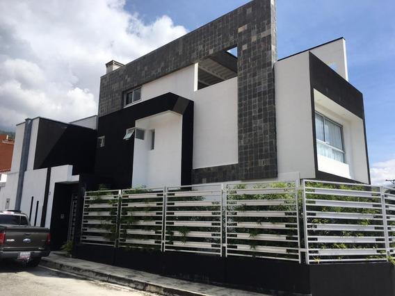 Hermosa Casa Quinta En Venta, Merida.