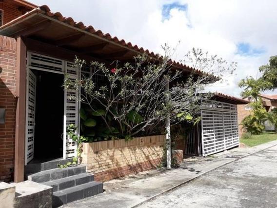 Townhouse En Venta En Loma Linda - Mls #20-10429