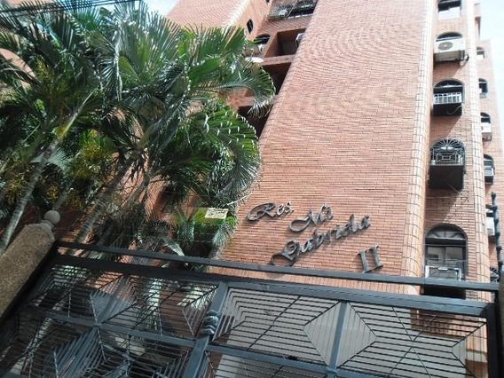 Apartamento En La Urb. La Soledad. 04141291645