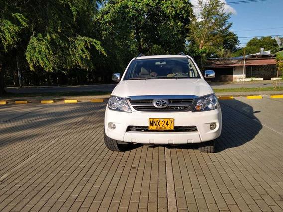 Toyota Fortuner 4.0 4x4 Con Sunroof