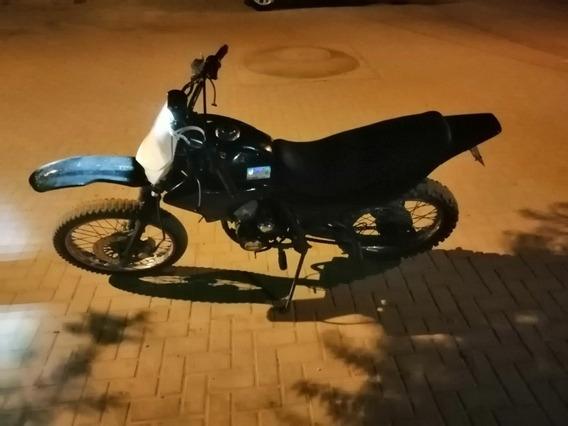 Una Moto Wanxin Motor 200