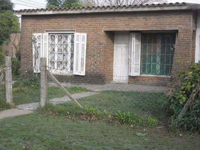 Chalet En Esquina Con Teja Y Ladrillo A La Vista 70000 U$s