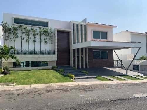 Espectacular Residencia, 5 Rec, Excelente Vista Panorámica.