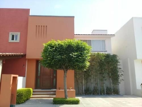 Casa En Condominio Con Excelente Ubicación En Claustros Del