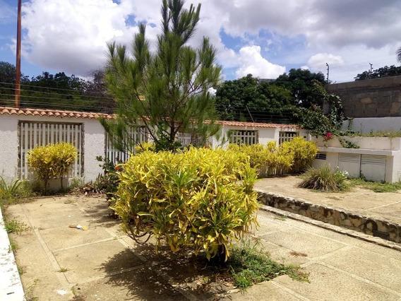 En Venta Centrica Y Amplia Casa En Villa Alianza