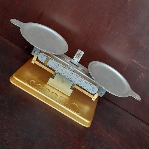 Imagem 1 de 9 de Balança Pelouze Mfc 50g Antiga Com Caixa E Pratos Made Usa