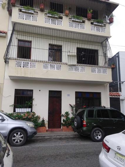 Apartamento Amueblado En Zona Colonial De Tres Habitaciones