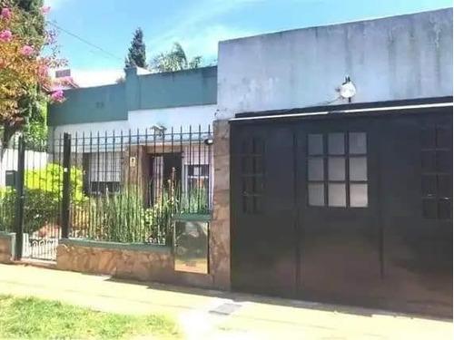 Venta De Casa 2 Dormitorios En Los Hornos, La Plata