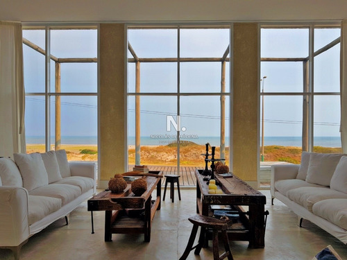 Fantástica Casa En Primera Linea Entre La Barra Y Manantiales- Ref: 3874