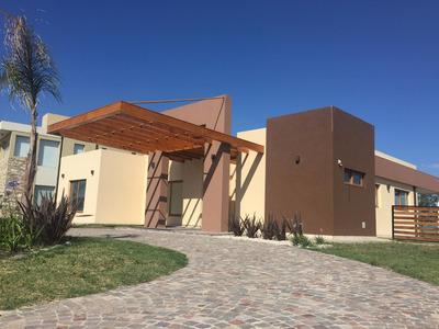 Casa En Venta/alquiler En El Barrio Don Joaquin - Lote 84