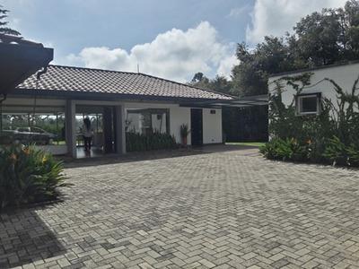 Casa Para Vivir Sector Exclusivo De Rionergo