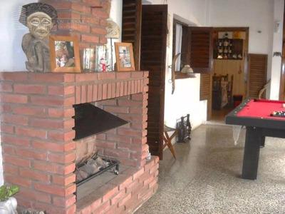 Chalet De 4 Ambientes Ubicado En Excelente Zona De Castelar Norte