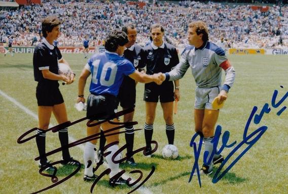 Foto 10 X 15 Con Autografo Maradona - Shilton Firma Original