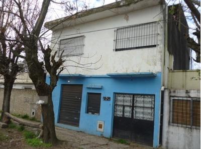 Vendo Casa Con Local Fcio Varela Barrio Malvinas